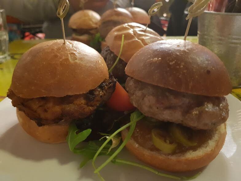 Hamburgers van de FF in Leiden
